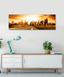 obraz do sypialni z panoramą miasta o zachodzie słońca